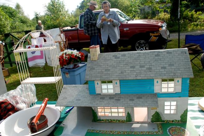 I spot a dollhouse!